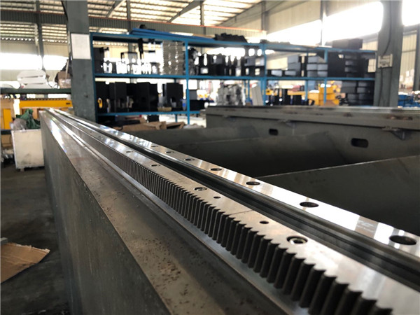 500W 1000W 2000W Fiber Laser Cutting Machine For Steel Plate and Pipe 3